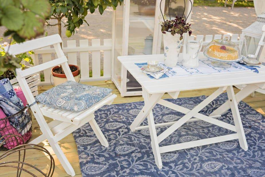 Use Rug and Give a Great Look to you Patio